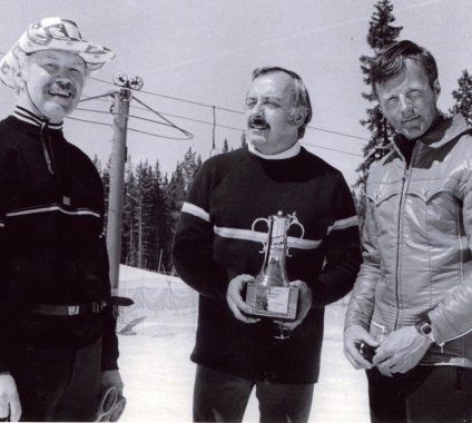 1972 Don Dooley and Paul Storin of Schlitz Brewing Co. and National Pacesetter Pepi Stiegler.